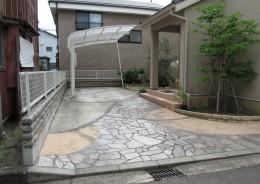 玄関アプローチとカースペースを天然石等でナチュラルに
