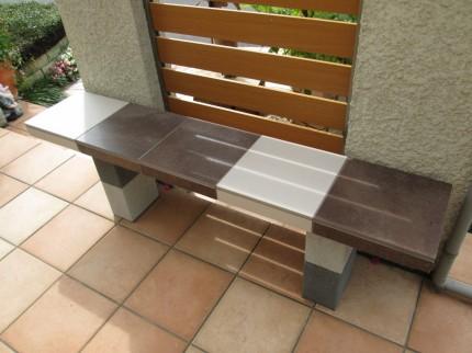 カントリー風もく目仕上げ ベンチ兼ステップ階段
