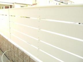 新潟の小さな外構店が本気で目指す日本一の仕事への道のりは、まず天気から!第93庭 劣化に強い樹脂パネル製ユニットフェンス