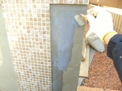 門壁 塗り壁 仕上げ塗り前シーラー