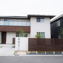 目隠しフェンスでカーテンオープン、芝生の庭 新潟市A様邸