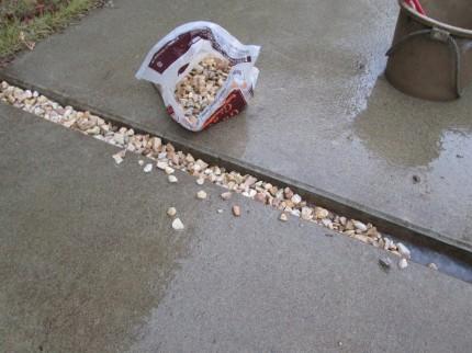 砂利が飛び出さない工夫
