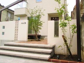 新潟の小さな外構店が本気で目指す日本一の仕事への道のり!第129庭  玄関前に植栽