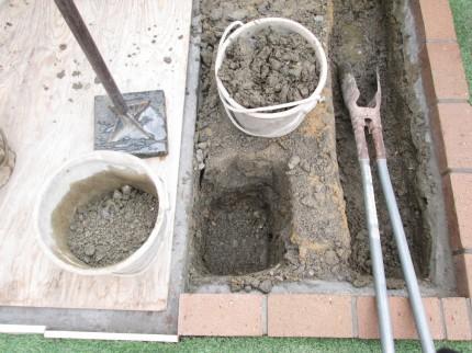 アーチ脚部掘削・砕石
