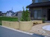 2階からの眺めも楽しめる曲線を効果的に配したフロントガーデン 新潟市H様邸