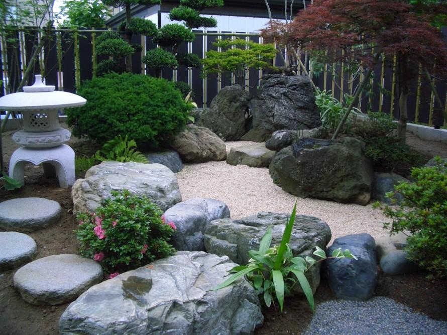 春の新緑を感じ、秋の紅葉を楽しむ、滝壺と渓を想定した枯れ山水にリフォーム 新潟市 G 様 邸