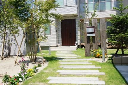 緑と芝生のお庭を 新潟市Y様邸