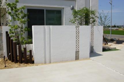 こだわりの門壁と人工芝のテラス 燕市K様邸