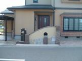 独創的な塗り壁が玄関前を飾るエクステリア 新潟市 A様邸