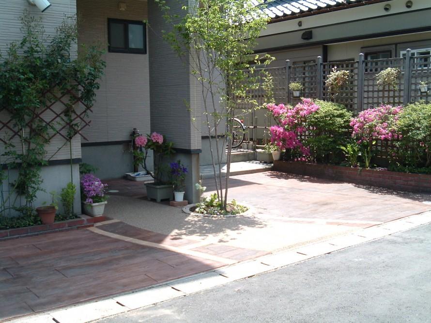 カースペースを当社独自のラーバンフロア木目・枕木風で 新潟市 S様邸