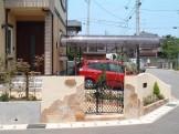 明るく、高級感のある天然石を使った玄関まわり 新潟市H様邸
