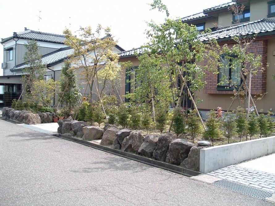 秋田石を使った和風外構 阿賀野市 W様邸