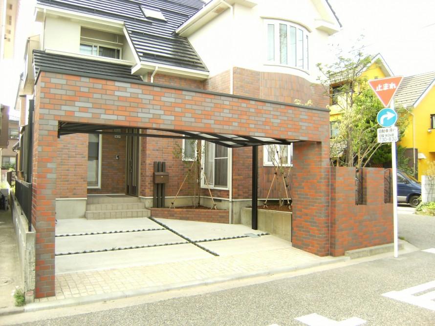 建物に合う素敵なゲートのあるエクステリア 新潟市 T様邸