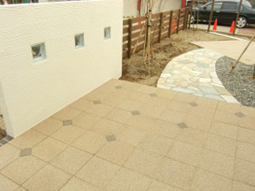新潟の小さな外構店が本気で目指す日本一の仕事への道のりは、まず天気から!第68庭 ガラスブロックと白い塗り壁