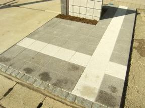 新潟の小さな外構店が本気で目指す日本一の仕事への道のりは、まず天気から!第83庭 玄関アプローチにモダンカラーのインターロッキング敷き