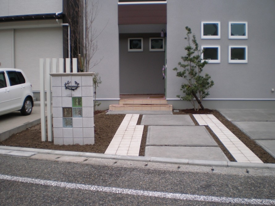 カーポートとアプローチが使い勝手の良い 新潟市A様邸