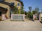 ガラスブロックを数多く使った壁面 新発田市 M様邸