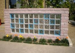 ガラスブロックを数多く使った壁面