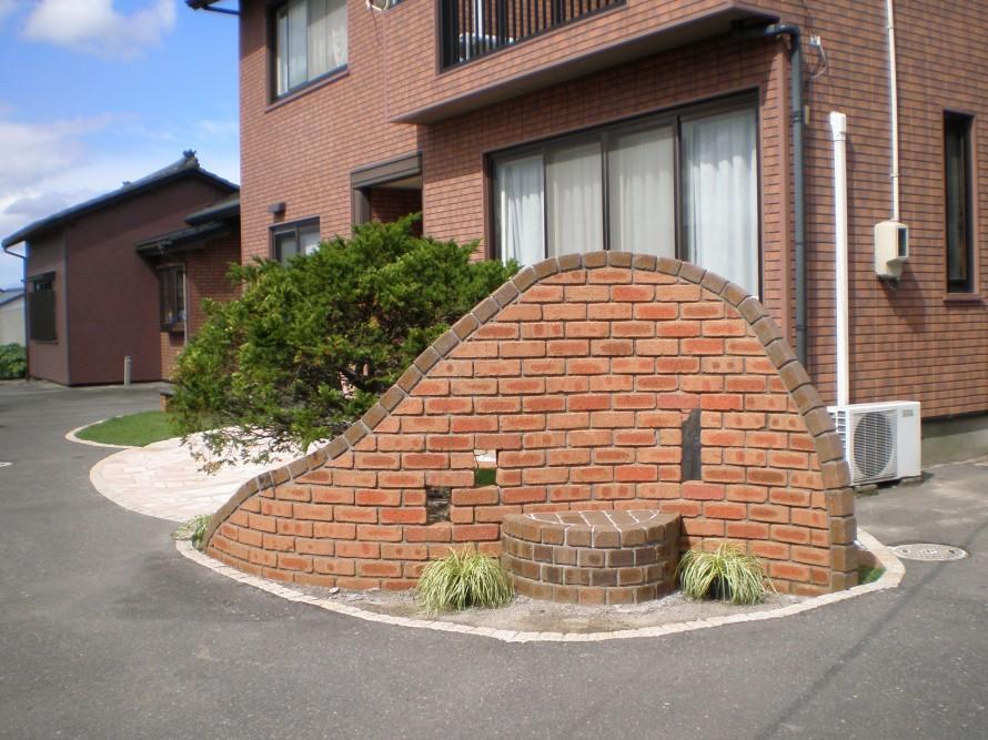 ちょっと変わったオブジェ風 門壁で玄関まわりをリフォーム 新潟市N様邸