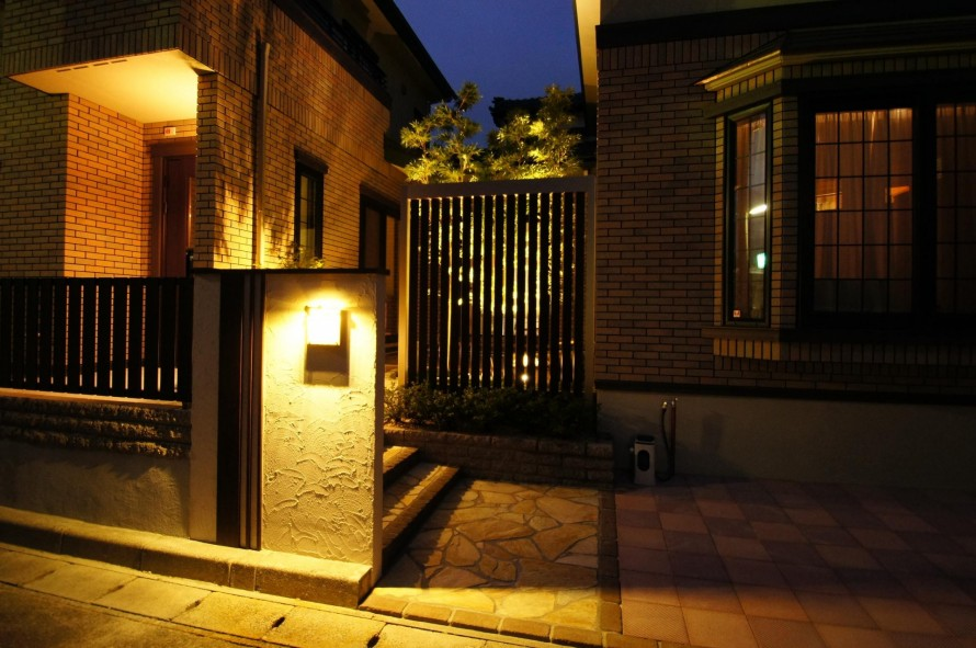 洋風な外構に和を感じる庭を 新潟市N様邸