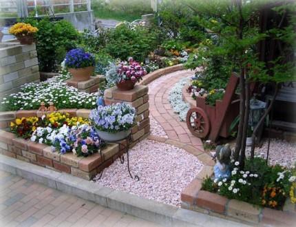 オーストラリアレンガが映える花いっぱいのお庭 新潟市O様邸